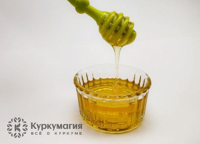 Мед в розетке и ложка